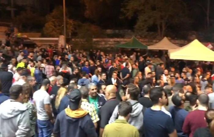 بعد الاعتداء على المتظاهرين.. تجمع كبير لأبناء مزرعة يشوع (فيديو)