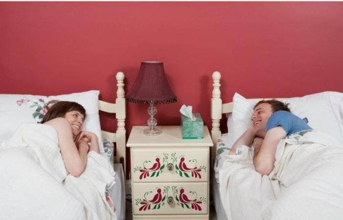 لم اعتاد الأزواج سابقًا على النوم في أسِرَّة منفصلة؟