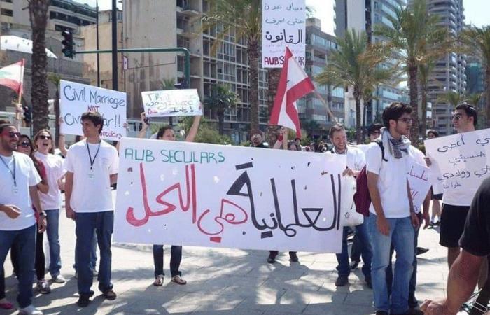 """بالفيديو: """"مسيرة علمانية"""" جابت شوارع بيروت"""