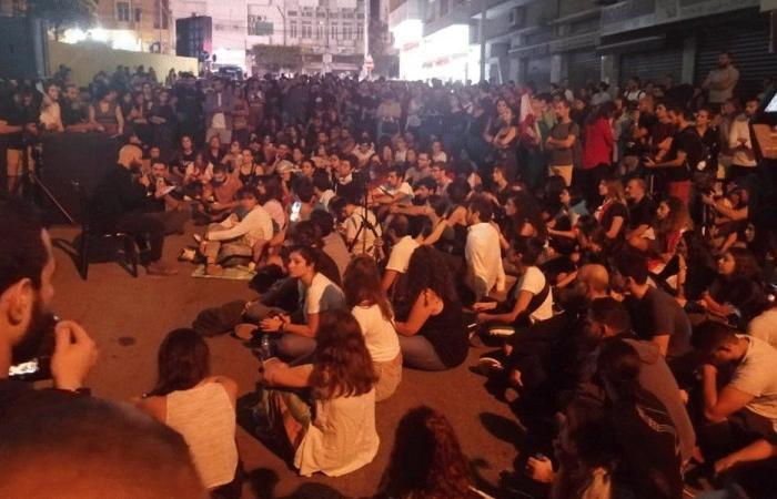 """محتجون يتجمعون أمام """"كهرباء لبنان"""" تحت شعار """"24/24"""""""