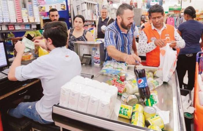 تهافت على اللحوم وأسعار الخضار تضاعفت.. اللبنانيون يتموّنون خوفاً من الآتي!