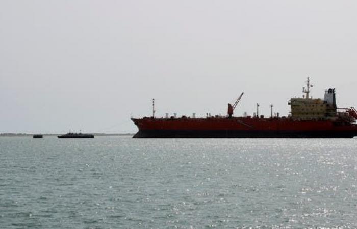 اليمن   الحكومة اليمنية تسمح بدخول 4 سفن وقود إلى ميناء الحديدة