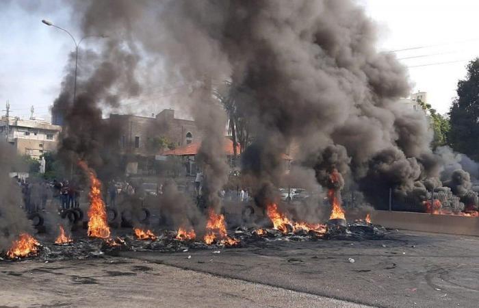 الثورة بيومها الـ27… إضراب عام وقطع طرقات