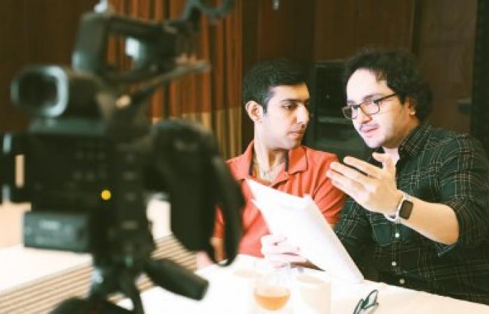 الطفل المصاب بالتوحد فارون راينا المُقيم في الإمارات يُحقق حلمه بالتمثيل السينمائي