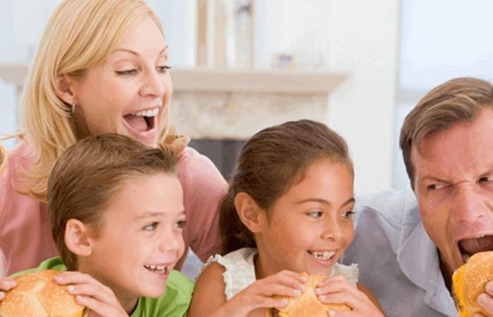 إحذري.. الأطعمة السريعة تعرّض أفراد أسرتك للإصابة بنوبات قلبية