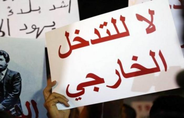 الثورة أمام السفارة: اختبار الشائعات والصلابة
