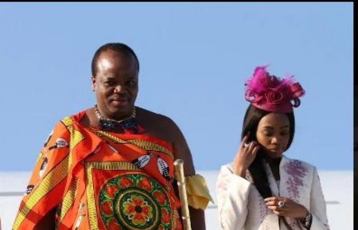 ملك إفريقي يستفز شعبه الفقير بشراء أسطول سيارات فاخرة لزوجاته الـ14!