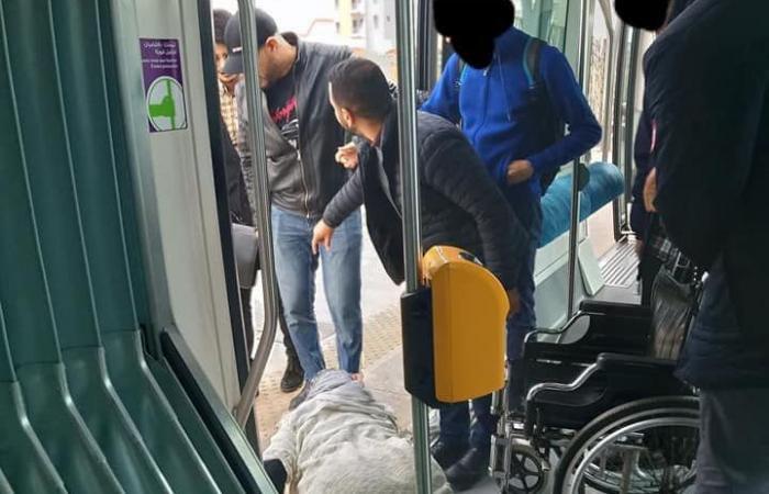 المغرب.. غضب لمحاولة رمي امرأة مقعدة من ترام بسبب تذكرة