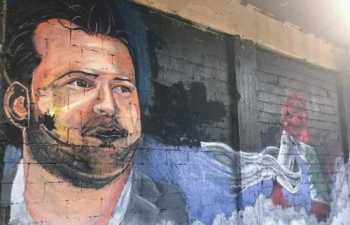 طرابلس تكرّم الشهيد علاء ابو فخر برسم على جدران ساحة النور (صورة)