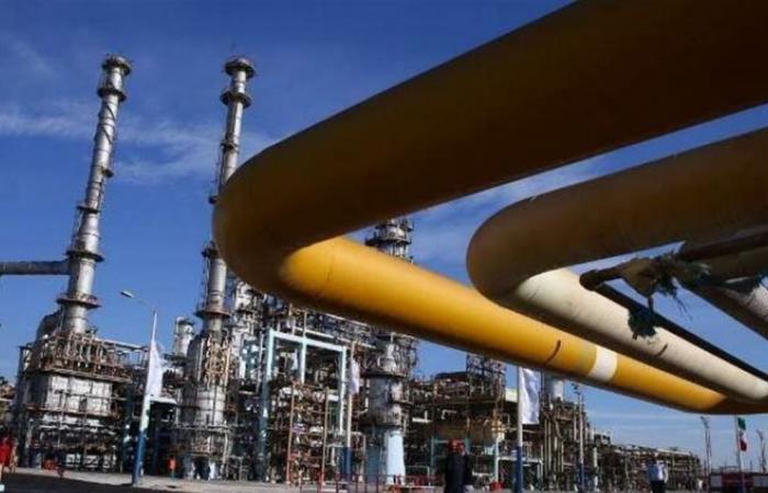 إيران تقنّن توزيع البنزين ورفعت أسعاره 50%