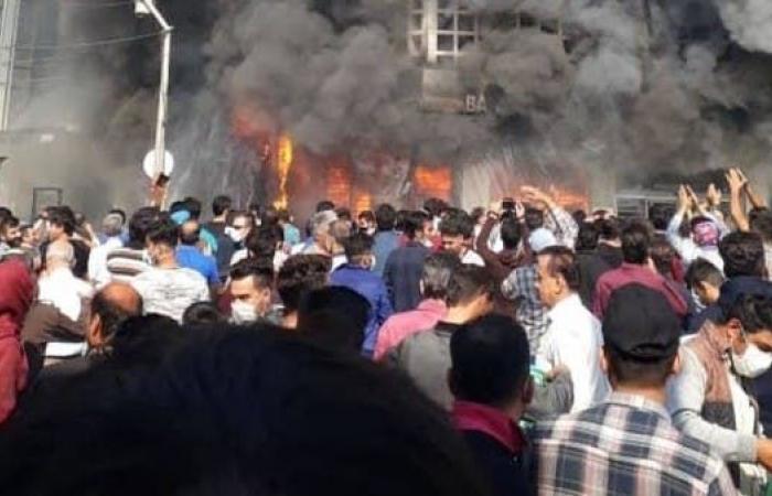 إيران | محتجون يضرمون النار بالمصرف الوطني قرب طهران