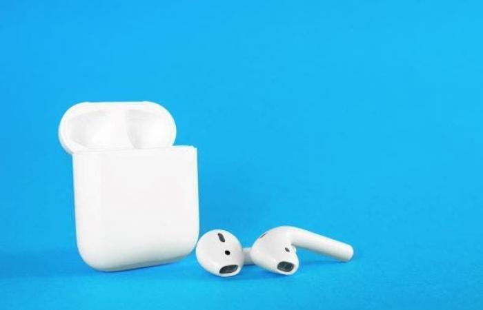 4 طرق للتحقق من نسبة شحن سماعات AirPods على هواتف آيفون