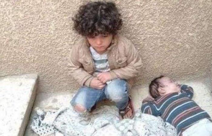 """مصر   """"طفلا السلم"""" في مصر.. صورة للأم ومفاجأة من عيار ثقيل!"""