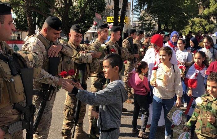 من المتظاهرين في صيدا الى الجيش! (صور)