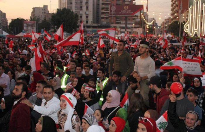 في ساحة النور.. حشود كبيرة أحيت ذكرى الاستقلال