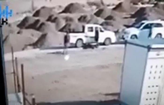 العراق | لحظة اغتيال عضو سابق بمجلس محافظة بابل العراقية (فيديو)