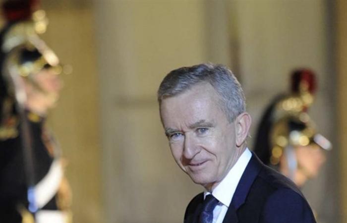 هذا هو أغنى رجل في العالم.. تخطى بيل غيتس وبيزوس