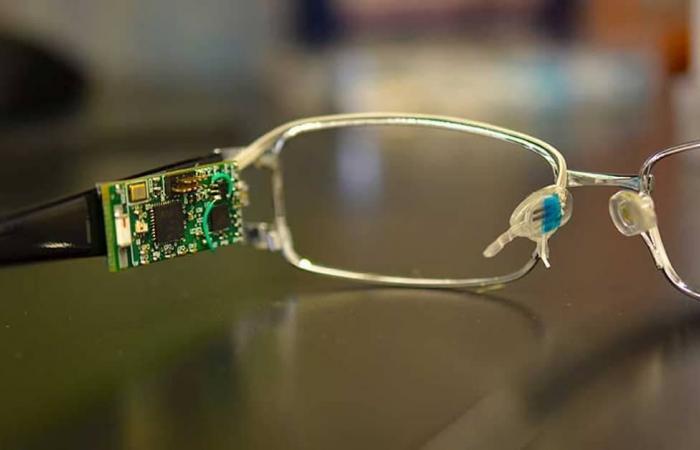 عبر الدموع.. نظارات تراقب قياس السكر بالدم