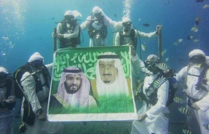 الخليج | سعوديون يحتفلون بالبيعة في أعماق البحر (فيديو)