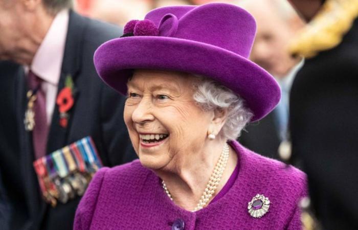 شاهد الظهور الأول للملكة إليزابيث بعد إشاعة وفاتها