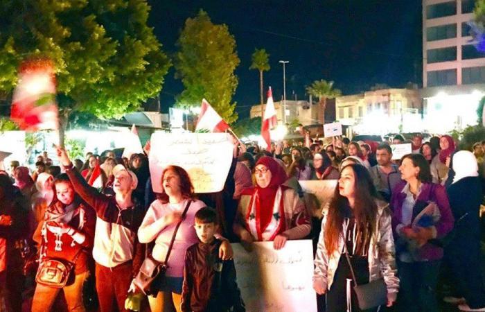 """في صيدا.. """"نمشي صبايا وشباب وأمهات وآباء ضد الغلاء"""""""