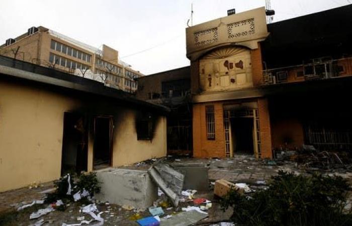 العراق | حرق القنصلية الإيرانية في النجف للمرة الثالثة