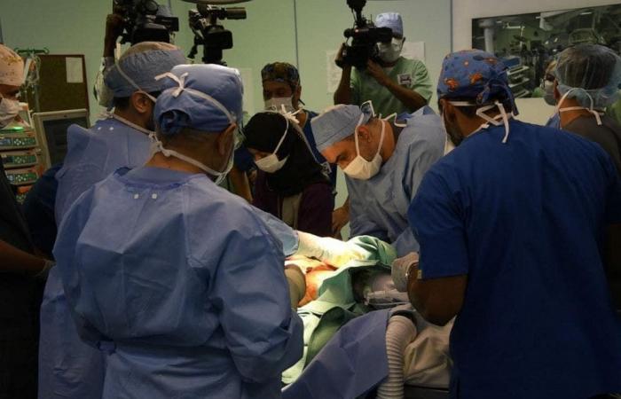 الخليح   هذه قصة جراح سعودي حطم رقما قياسيا في فصل التوائم