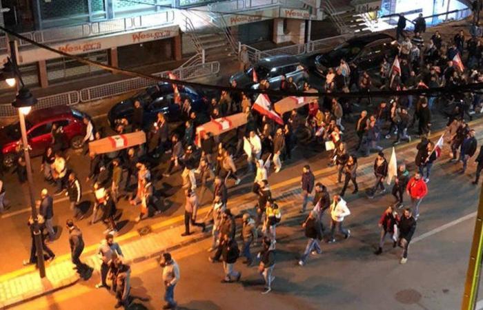 """مسيرة من انطلياس الى الزلقا: """"كم انتحار بدكن بعد"""" (فيديو)"""