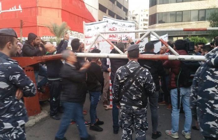 شوارع طرابلس تحتضن مسيرة لنقابات المهن الحرة