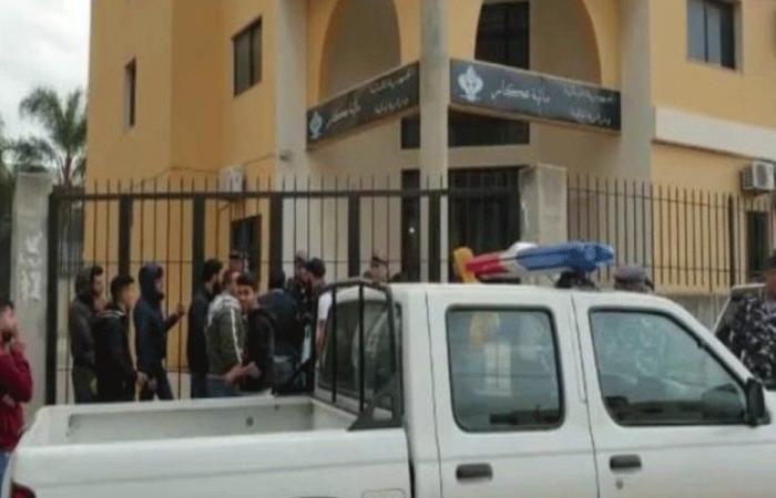 المحتجون اقفلوا الدوائر الرسمية في حلبا
