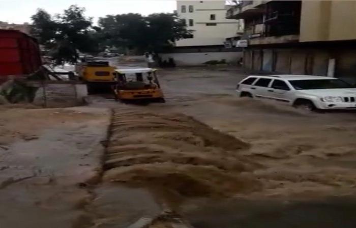 امطار غزيرة في قرى النبطية وسيول اجتاحت المحال التجارية