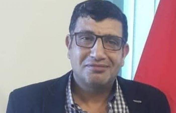 مصر | اصطحب كلبه وصفع وركل عاملاً.. إقالة مسؤول مصري
