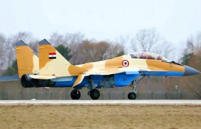 مصر   سقوط مقاتلة عسكرية مصرية.. وقائدها قفز بالمظلة