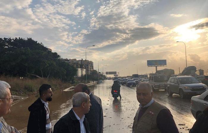 بعد غرق السيارات على أوتوستراد الدامور… اللواء خير يتفقد
