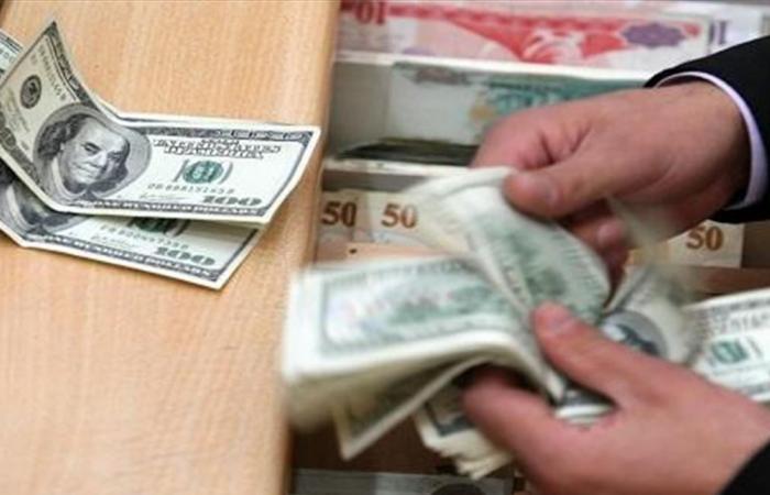 بعدما تعدى عتبة الـ 2000 ليرة خلال الأسبوع.. ما هو سعر صرف الدولار اليوم؟