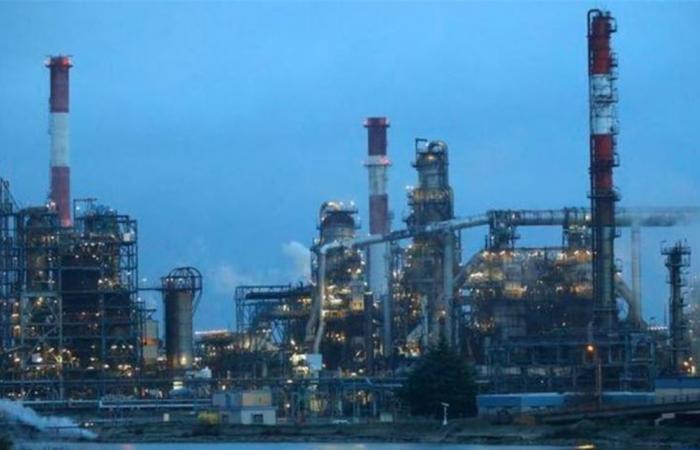 النفط يتراجع مع تأهب 'أوبك+' لتأكيد خفض الإمدادات