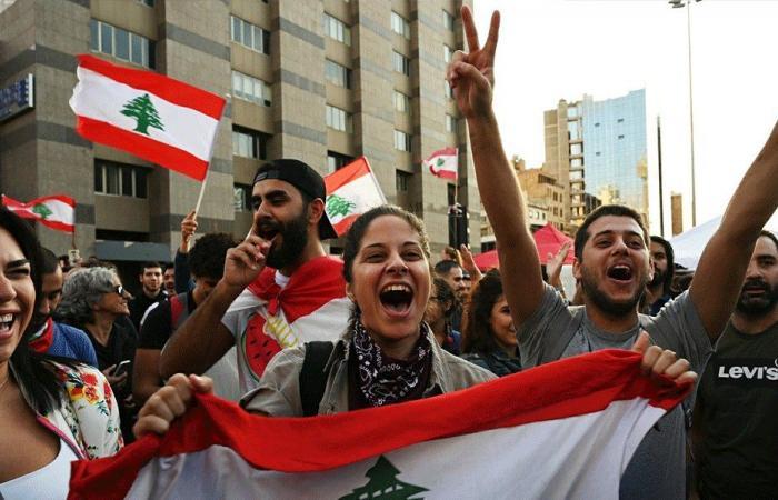 """موكب للثوار يجول في بيروت في """"أحد الاستشارات"""""""