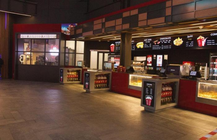 الخليح | افتتاح أول دار سينما جنوب السعودية.. وهذه تكلفتها