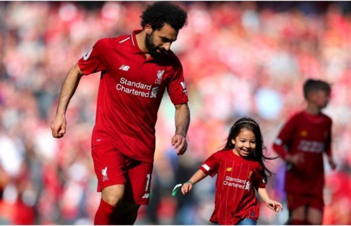 تويتر يحتفي بتغريدة طريفة لمحمد صلاح مع ابنته مكة (صور)