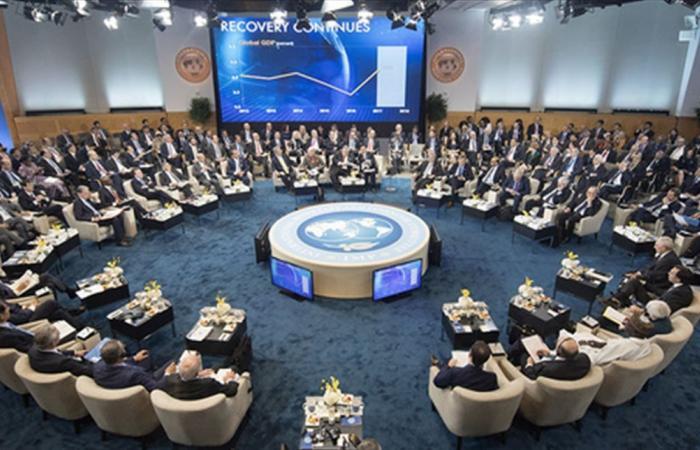 ديونها تبلغ 100% من الناتج المحلي.. الأرجنتين تبدأ محادثات مع صندوق النقد حول ديونها