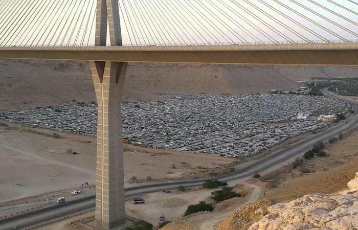 الخليح | جسر الرياض المعلق.. رحلة ساعة تستغرق ساعات