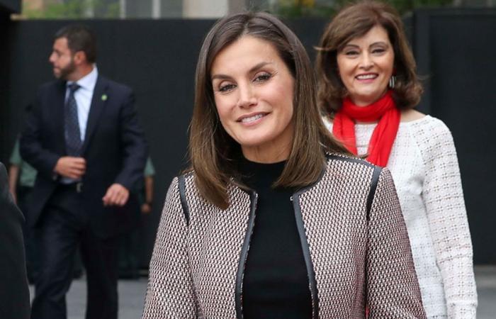 ملكة إسبانيا ترتدي تنورة بثمن غير متوقع (صور)