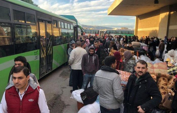 عودة 286 نازحًا سوريًا عبر مركز العريضة