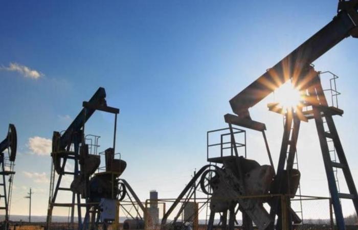 مصر تخفض مسحقات شركات النفط لأدنى مستوى منذ 2010