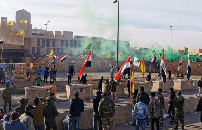 العراق   بغداد.. اعتصام أمام السفارة الأميركية والأمن يطلق الغاز