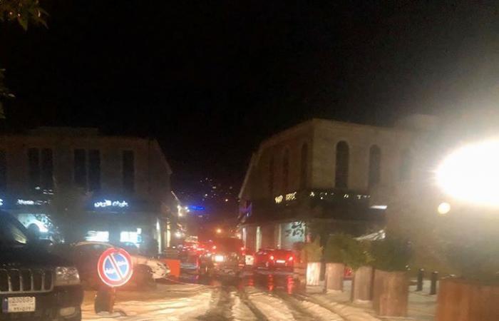 بالصور والفيديو- الثلوج تغطي سوق جبيل