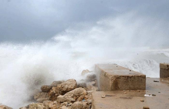 توقف حركة الملاحة في صيدا مع اشتداد العاصفة