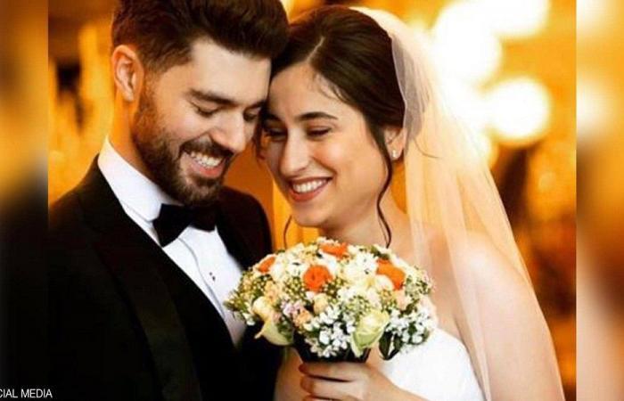 توفيا في الطائرة الاوكرانية بعد عقد قرانهما في ايران
