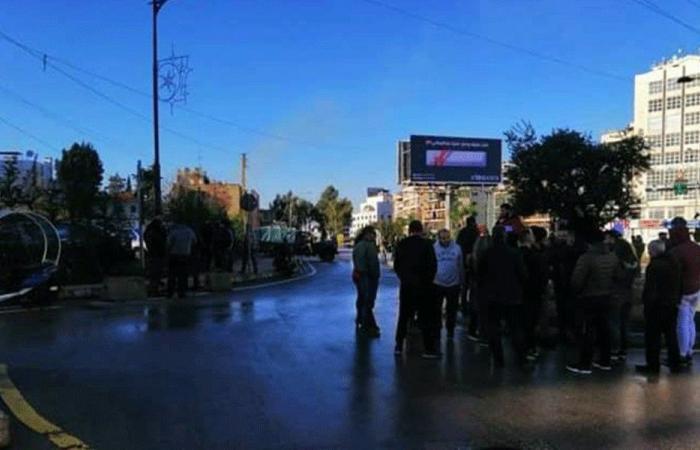 أمام ثكنة صربا.. احتجاج للمطالبة بإطلاق جورج قزي