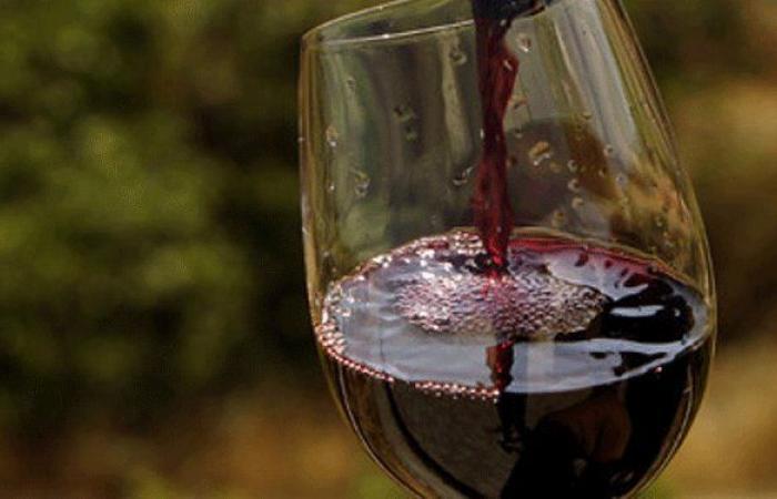 قرار لتنظيم استيراد النبيذ